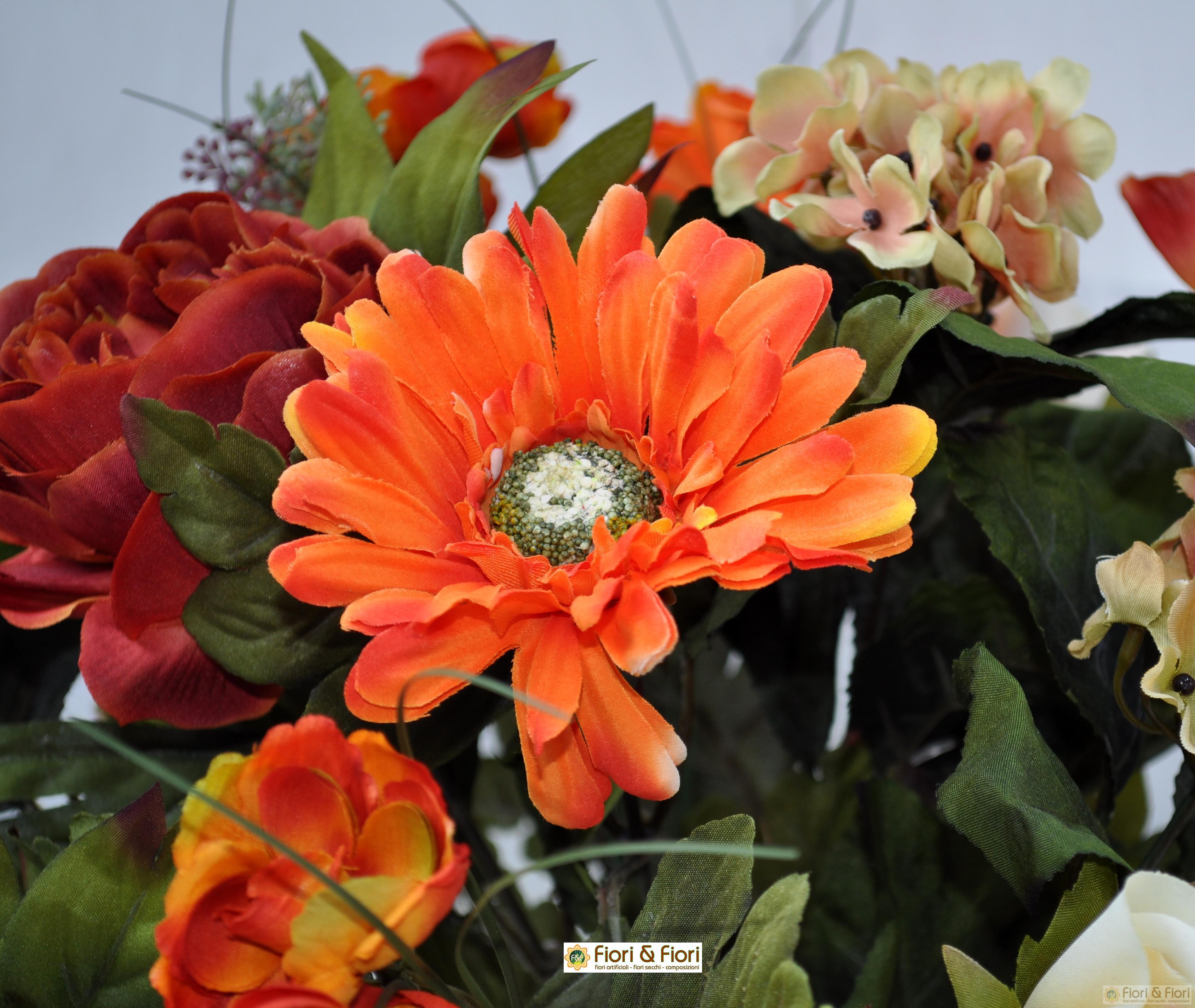 Bouquet di fiori finti autunnali