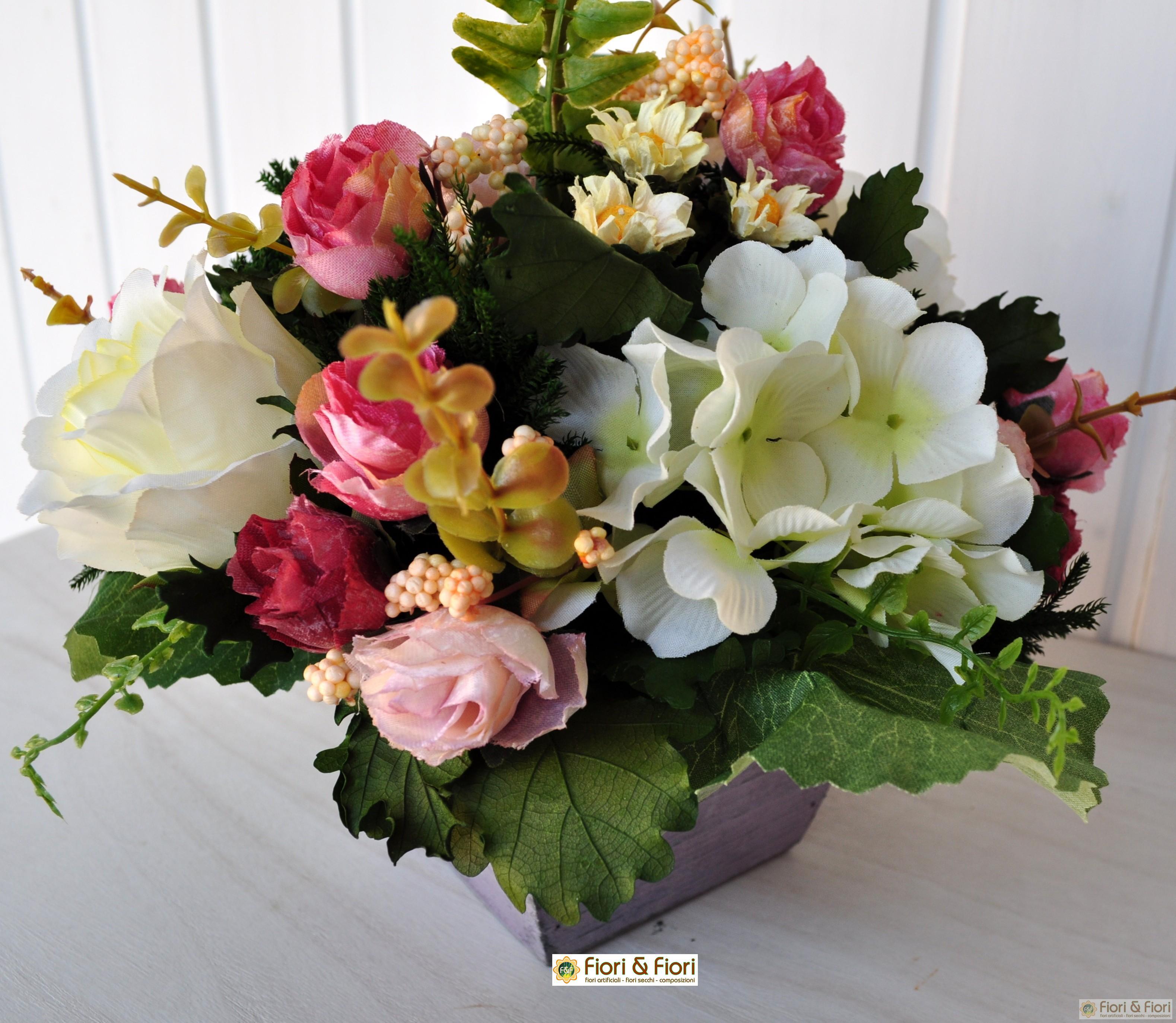 Composizioni di fiori artificiali sia da interno che esterno for Arredare con fiori finti