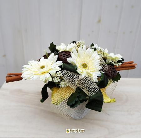 Composizione fiori artificiali Gaia bianco